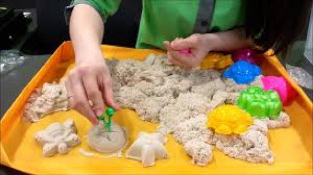 Развивающие игрушки: космический песок для детей