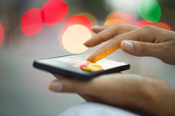 Антимонопольная служба хочет предустанавливать на смартфонах российские приложения