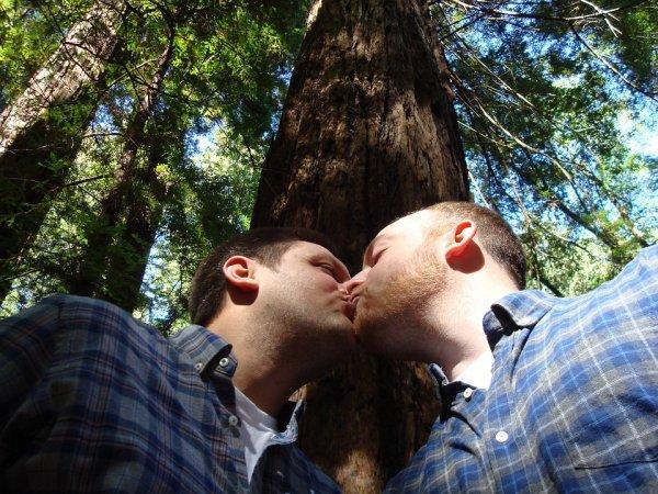 В сеть «слили» миллионы интимных фото геев